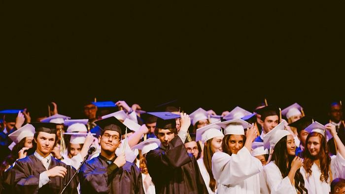 Chiêm bao thấy lễ tốt nghiệp có ý nghĩa gì? Nên chơi con nào?