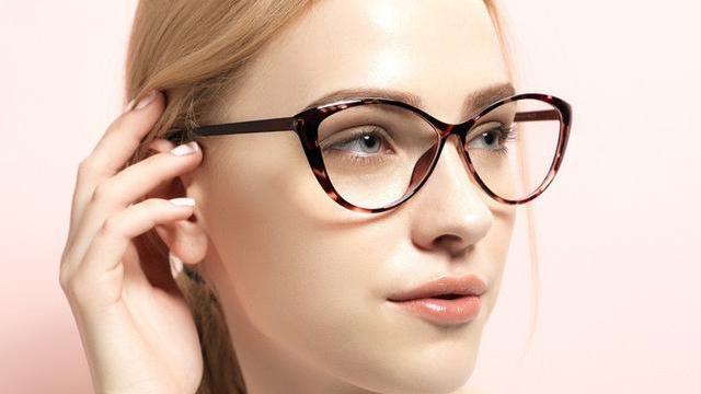mơ thấy đeo kính